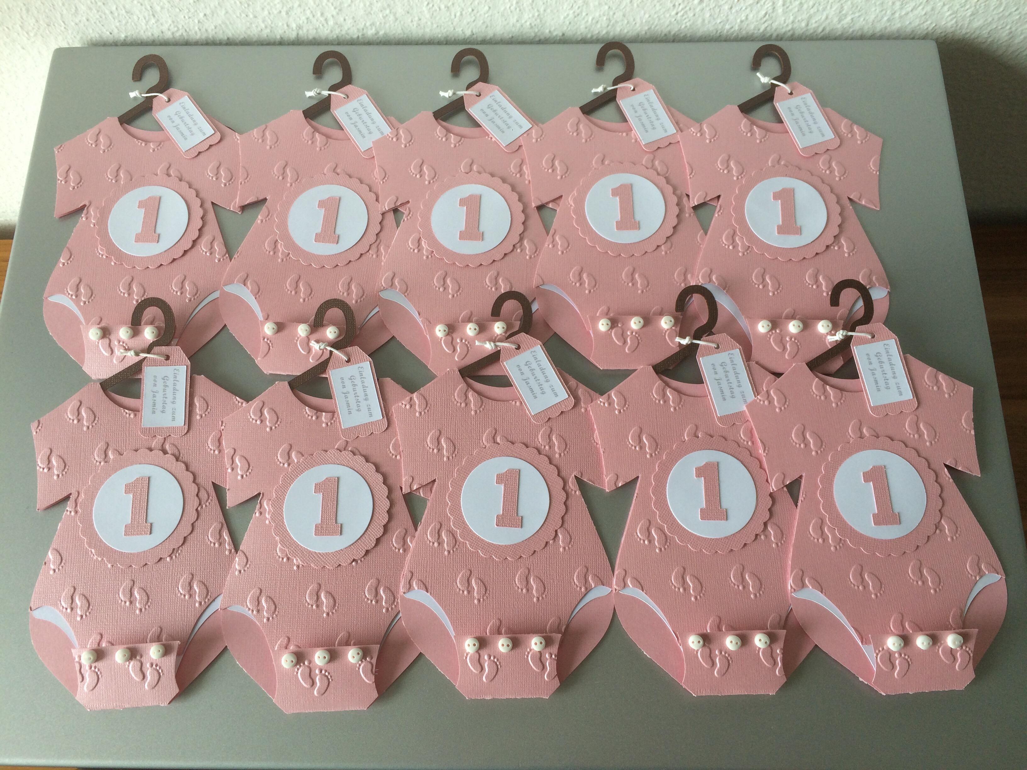 einladung 1. geburtstag, babybody-karte – butterflycards, Einladungsentwurf